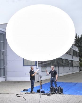 Ein Blitzballon fertig zum Start...