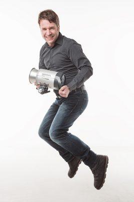René mit HENSEL Kompaktblitzgerät